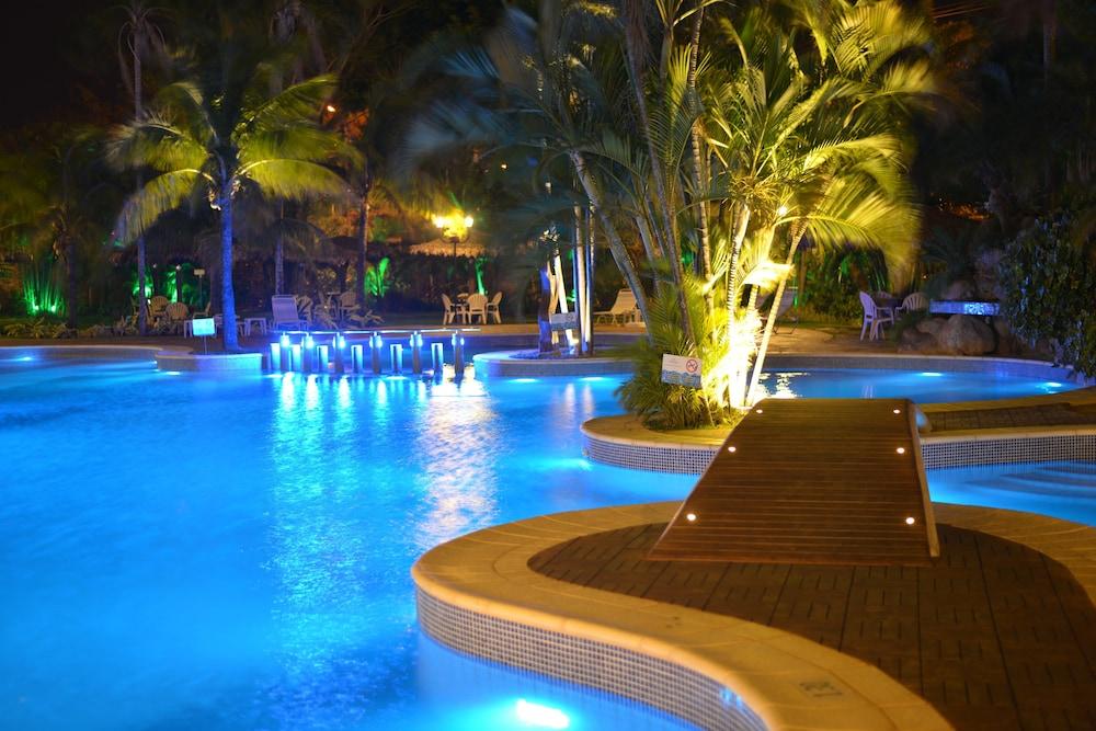 https://i.travelapi.com/hotels/1000000/450000/444500/444475/74a32bd2_z.jpg