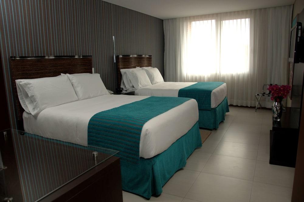 https://i.travelapi.com/hotels/1000000/450000/444500/444475/8ff04970_z.jpg
