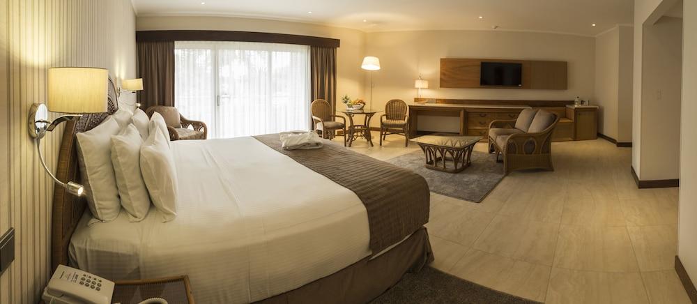 https://i.travelapi.com/hotels/1000000/450000/444500/444475/91d5c8db_z.jpg