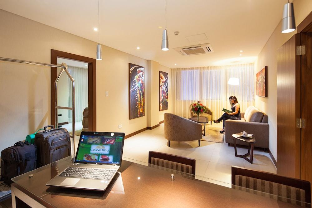https://i.travelapi.com/hotels/1000000/450000/444500/444475/d0e21437_z.jpg