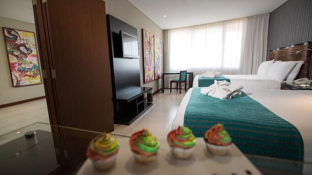 https://i.travelapi.com/hotels/1000000/450000/444500/444475/dbe2896c_z.jpg