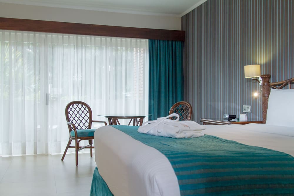 https://i.travelapi.com/hotels/1000000/450000/444500/444475/e4ab3f1c_z.jpg