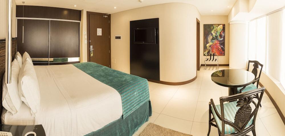 https://i.travelapi.com/hotels/1000000/450000/444500/444475/f976a895_z.jpg