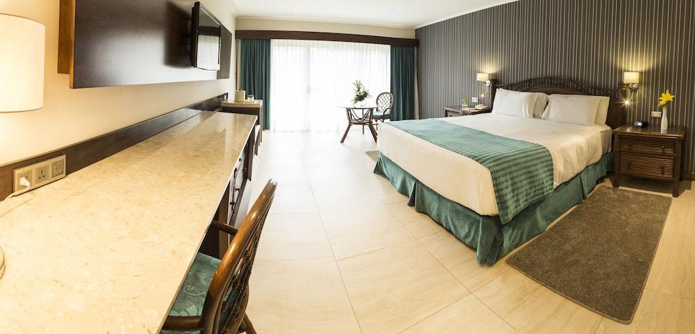 https://i.travelapi.com/hotels/1000000/450000/444500/444475/fc033b4d_z.jpg