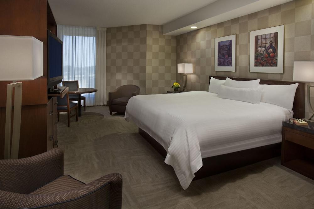 https://i.travelapi.com/hotels/1000000/450000/444600/444572/11324721_z.jpg
