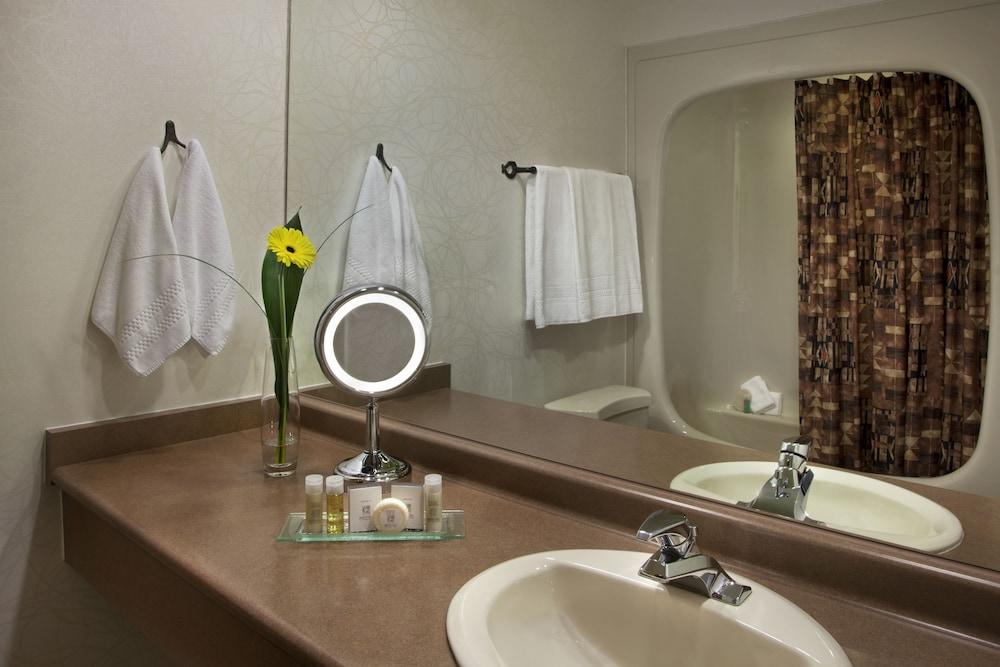 https://i.travelapi.com/hotels/1000000/450000/444600/444572/84ffe12d_z.jpg