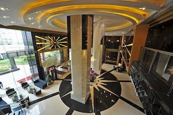 グランド ソリュクス ジョンユウ ホテル 上海 (上海中油陽光大酒店)