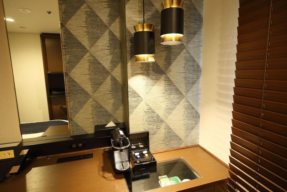 고베 산노미야 도큐 REI 호텔(Kobe Sannomiya Tokyu REI Hotel) Hotel Image 15 - Minibar