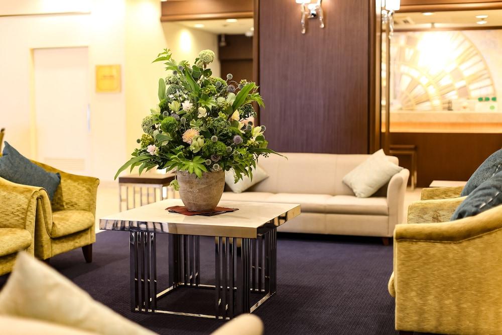 고베 산노미야 도큐 REI 호텔(Kobe Sannomiya Tokyu REI Hotel) Hotel Image 1 - Lobby Sitting Area