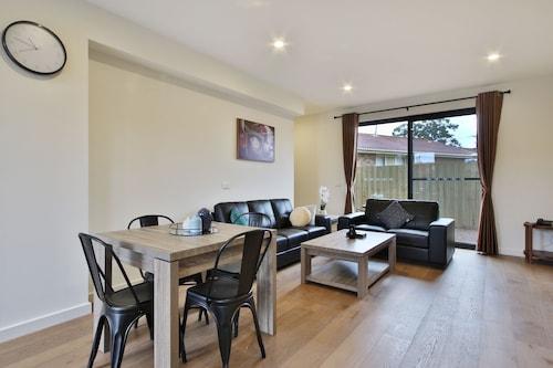 . Comfort Inn & Apartments Dandenong