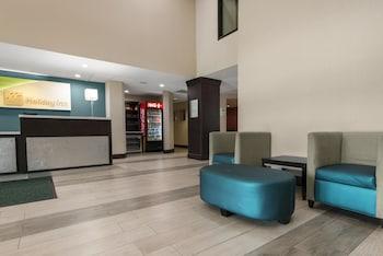 Lobby Sitting Area at Holiday Inn Savannah S - I-95 Gateway in Savannah