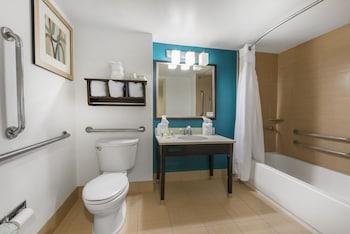 Holiday Inn Savannah S - I-95 Gateway - Bathroom  - #0
