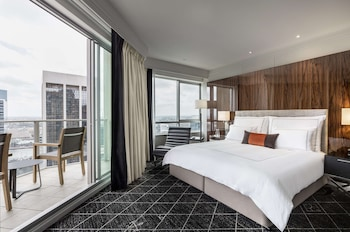 Signature Room, 1 King Bed, Balcony (Business Lounge Access)