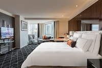 Signature Room, 1 King Bed, Business Lounge Access