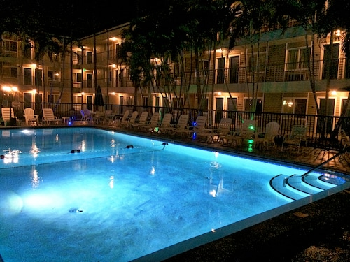 . Lantern Inn & Suites