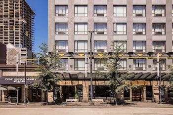 Ramada by Wyndham Vancouver Downtown photo