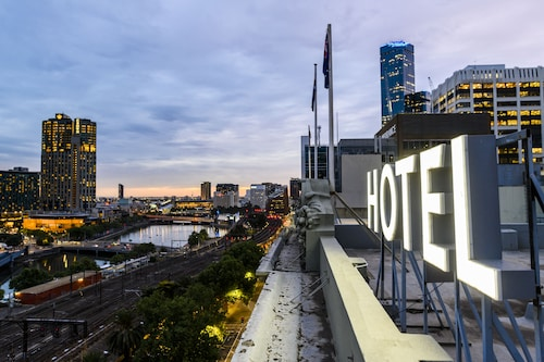 . Rendezvous Hotel Melbourne