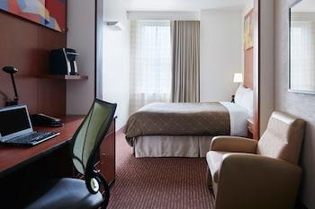 Guestroom at Club Quarters Hotel in Philadelphia in Philadelphia
