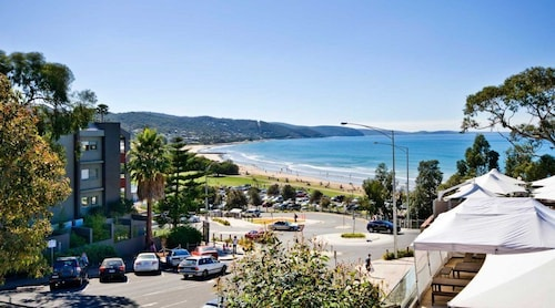 . Lorne Bay View Motel