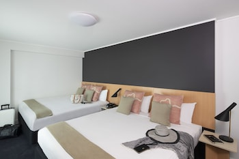 Guestroom at ibis Sydney World Square in Sydney