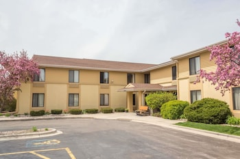 Hotel - Super 8 by Wyndham Germantown/Milwaukee