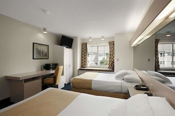 Guestroom at Microtel Inn & Suites by Wyndham BWI Airport Baltimore in Linthicum Heights