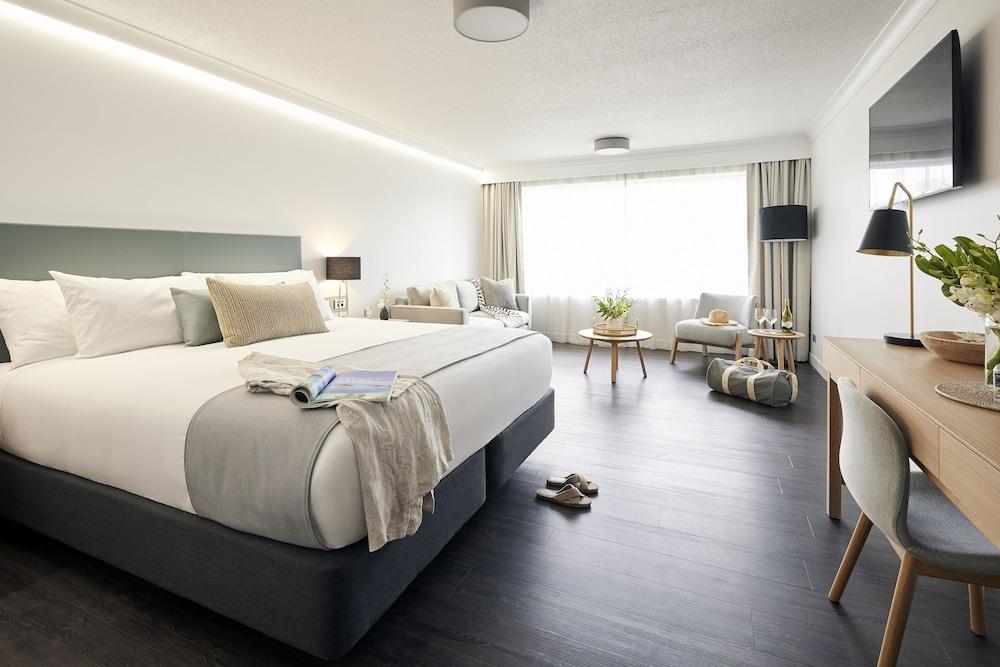 https://i.travelapi.com/hotels/1000000/460000/455200/455159/dd8d528e_z.jpg