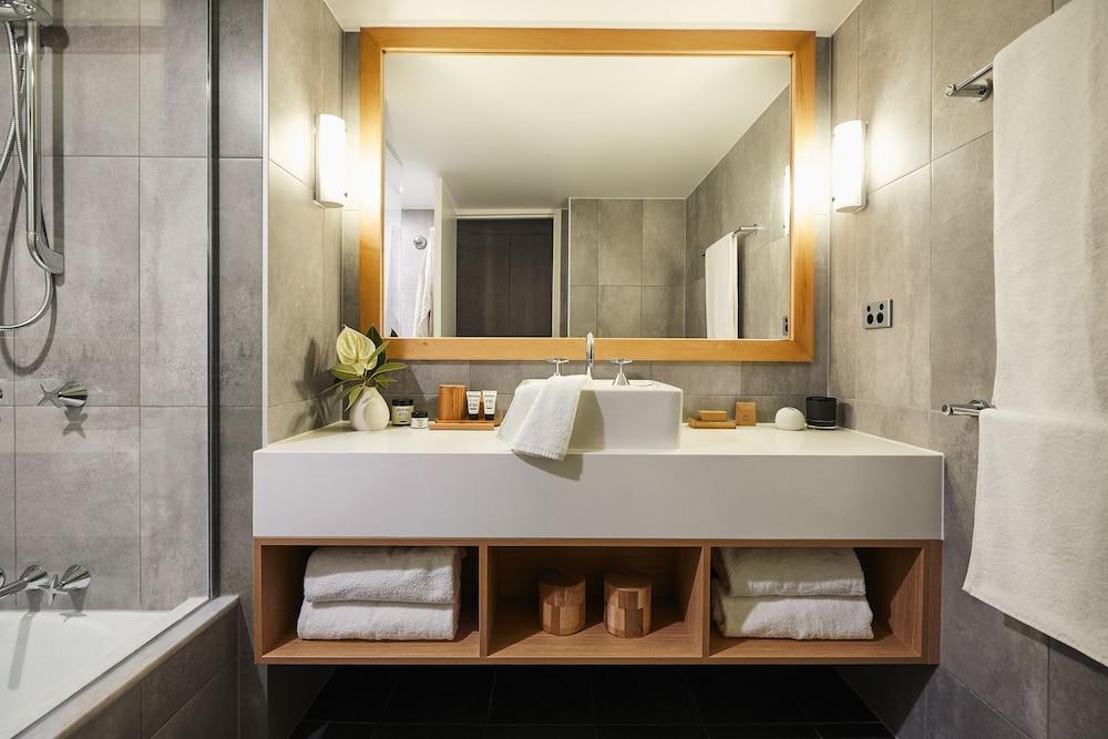 https://i.travelapi.com/hotels/1000000/460000/455200/455159/ffa2c065_z.jpg