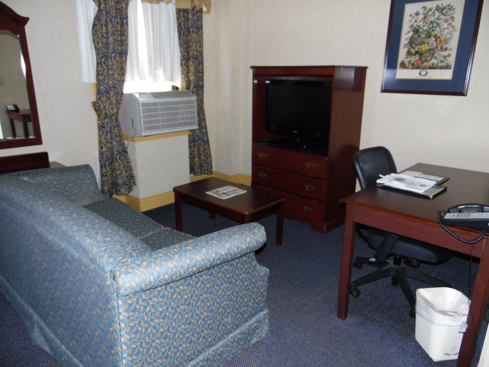 Room : Business Room, 1 King Bed with Sofa bed, Non Smoking 12 of 80