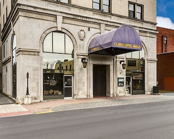 Morgantown Vacations - Clarion Hotel Morgan - Property Image 1