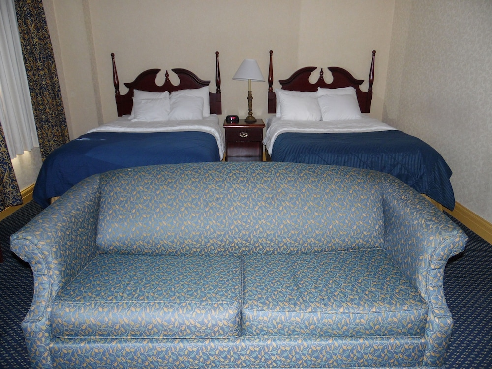 Room : Standard Double Room, 2 Double Beds, Non Smoking 4 of 80