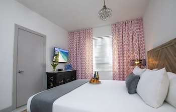 Standard Room, 1 Queen Bed - $20 Daily Dining Credit