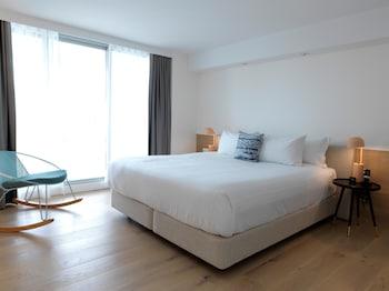 Guestroom at QT Bondi in Bondi Beach