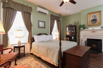 Classic Room, 1 Queen Bed, Private Bathroom
