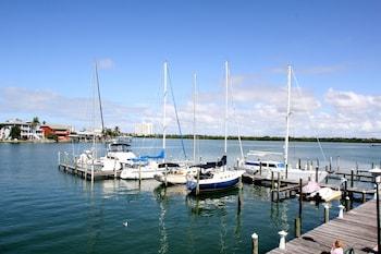 克利爾沃特海灣查爾特屋套房飯店 Chart House Suites on Clearwater Bay