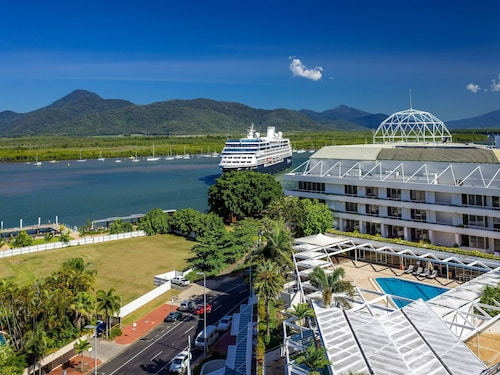 . Pullman Reef Hotel Casino