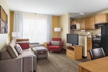 Guestroom at TownePlace Suites By Marriott Phoenix North in Phoenix