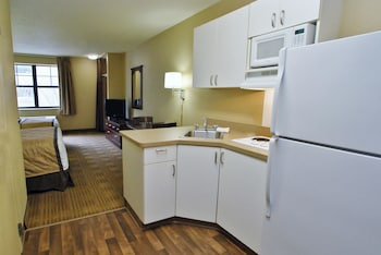 Guestroom at Extended Stay America - Orlando - Maitland -1760 Pembrook Dr in Orlando
