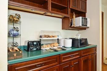 AmeriVu Inn and Suites - Hayward WI - Breakfast Area  - #0