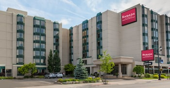 Hotel - Ramada by Wyndham Niagara Falls Near the Falls