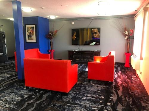 . Coratel Inn & Suites Northfield