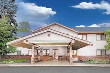 pet friendly hotels near wade stadium in duluth from $106 nightsuper 8 by wyndham duluth