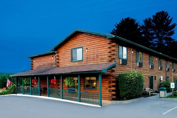 Lake George Vacations - Super 8 by Wyndham Lake George/Warrensburg Area - Property Image 1