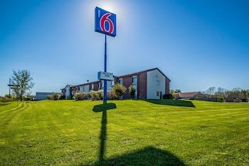 Hotel - Motel 6 Saukville