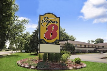 Hotel - Super 8 by Wyndham Whitewater WI