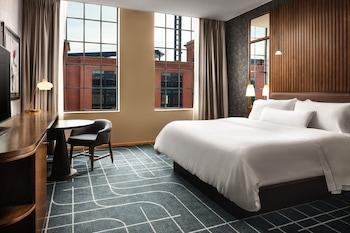 Club Room, 1 Queen Bed, Non Smoking