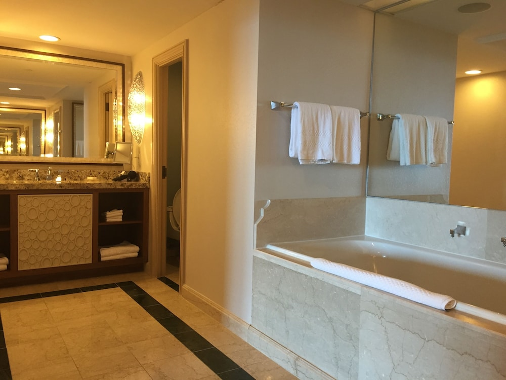 더 로얄 앳 애틀랜티스, 오토그래프 컬렉션(The Royal at Atlantis, Autograph Collection) Hotel Image 9 - Bathroom