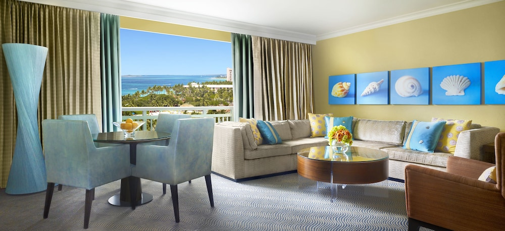 더 로얄 앳 애틀랜티스, 오토그래프 컬렉션(The Royal at Atlantis, Autograph Collection) Hotel Image 7 - Living Room