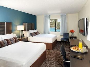 Guestroom at Silver Sevens Hotel & Casino in Las Vegas
