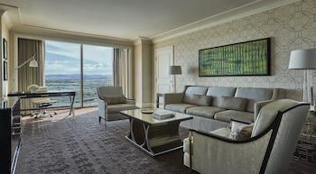 Suite, 1 Bedroom, View (Stadium View)
